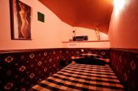 Большой зал с бильярдом